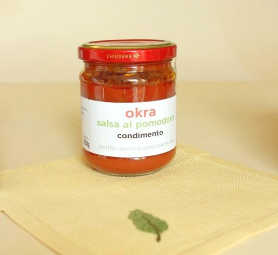 okra in salsa di pomodoro